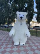 Почніть просування з надувним костюмом білого ведмедя